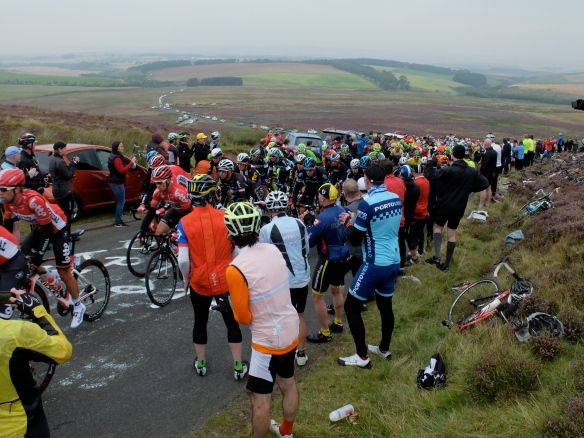 Tour of Britain, Stage 4 - the peloton on the Rigg